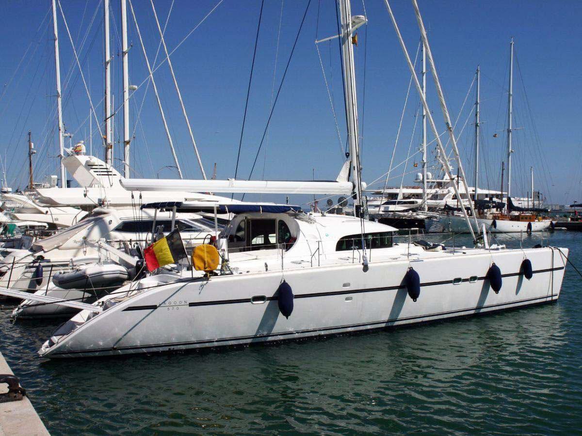El catamarán Lagoon 570 es un barco de 2008, totalmente renovado en el año 2015.