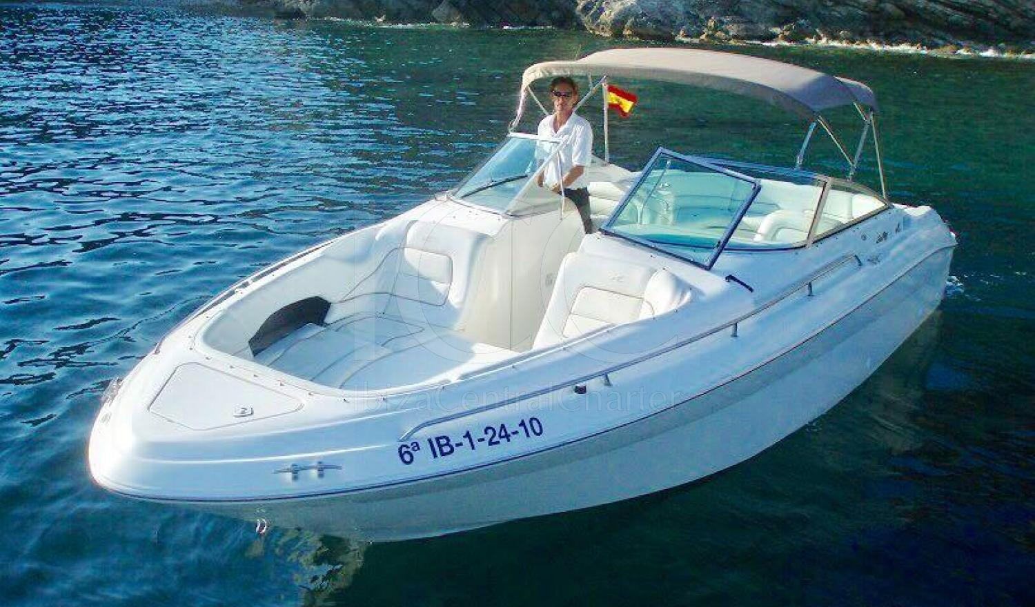 Rent this Sea Ray 28 of 9 meters ideal for up to 7 people