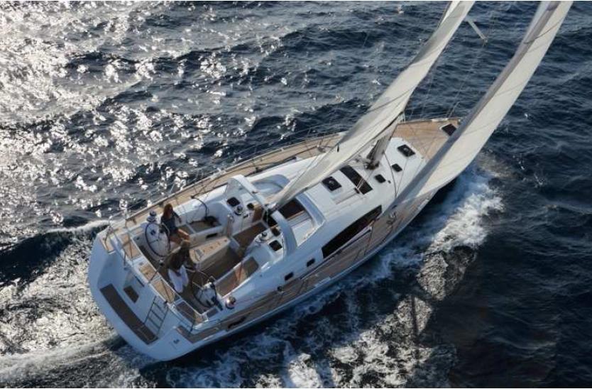 Este Oceanis 50 FA es realmente increíble y un referente para todos los amantes del mundo de los veleros.