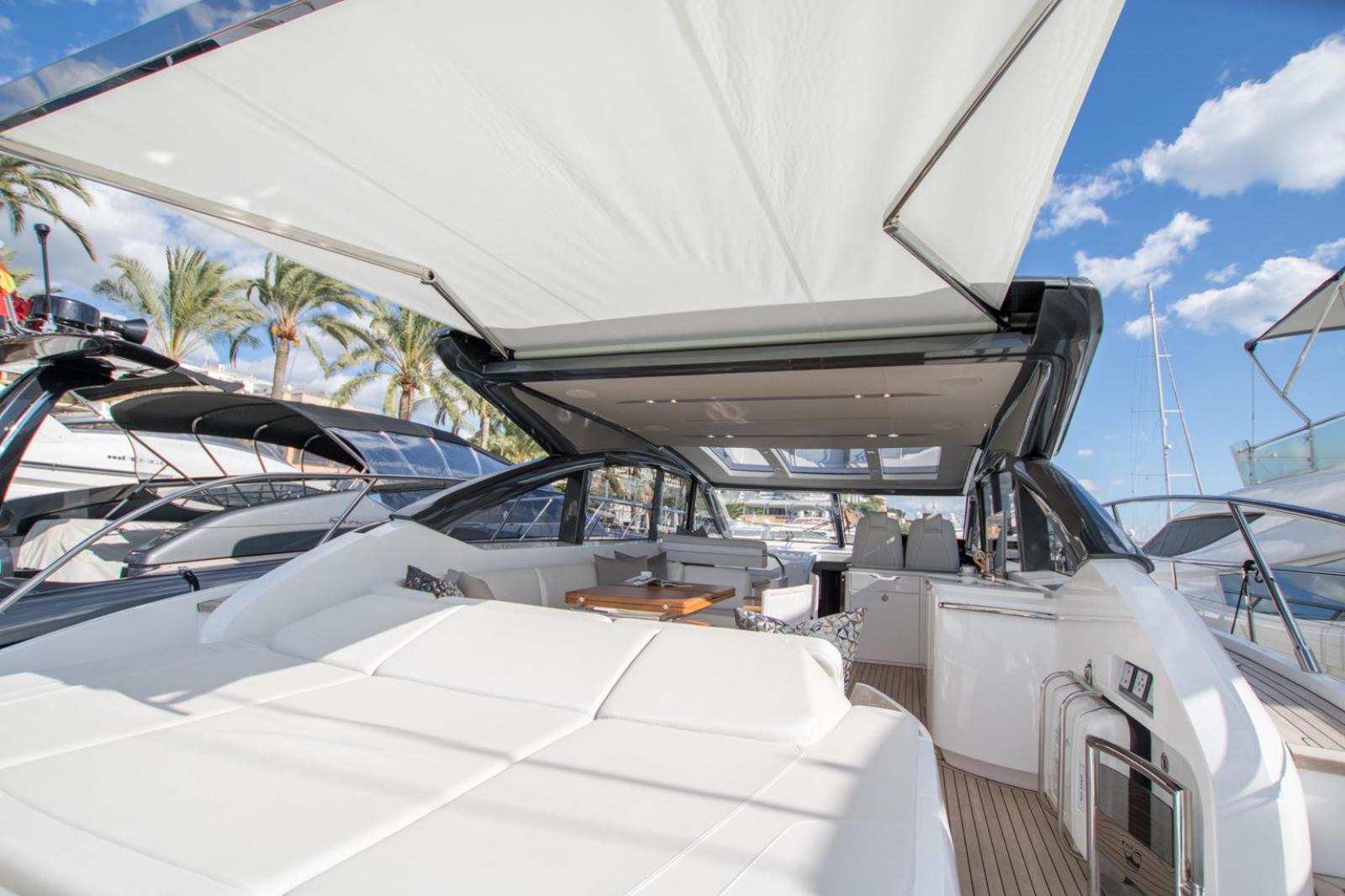 El yate Princess V58 es la última incorporación en la gama V Class, en Ibiza Central Charter le ofrecemos el modelo abierto perfecto para navegar por el Mediterráneo. Nuevo modelo 2017 recién salida del astillero.